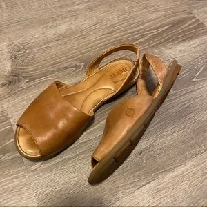 Born Trang Sandal size 9